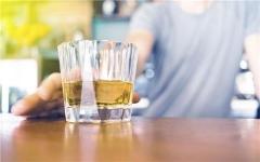 每次喝酒阴茎都不硬为什么?你被这个说法骗了多久?